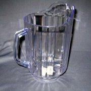 Pichet à eau en plastique