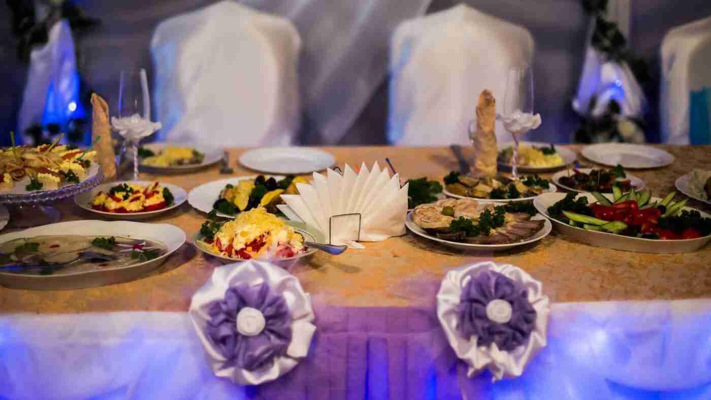 Location de plats de service pour traiteur - Assiette blanche ronde de différents formats