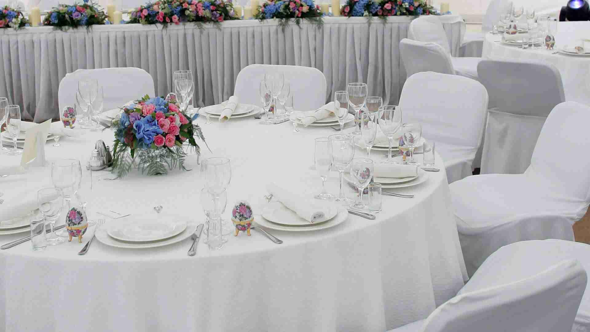 nappes et housses blanches pour mariage
